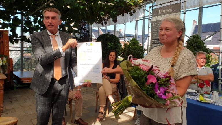 Ivonne Jansen onderscheiden bij afscheid Klas in de Kas